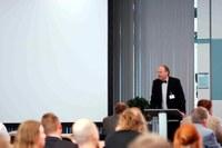 Prof. Dr. Thomas Brückel spricht bei der Deutschen Neutronenstrautagung 2012 in Bonn