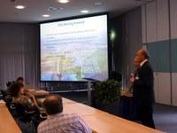 ESS moving forward - Vortrag von Prof. Dr. D. Argyriou zur ESS. Rechts im Bild Prof. Dr. T. Unruh